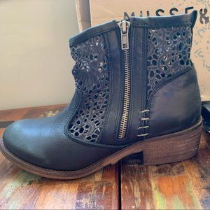 Musse & Cloud Cutout Ankle Boots - Size 7